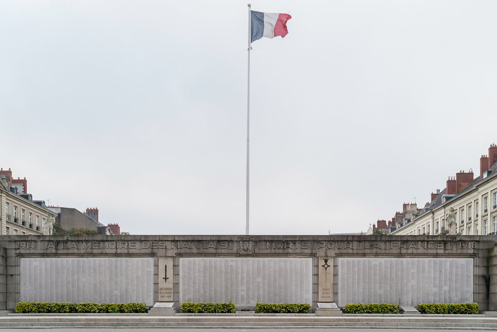 [04] Monuments aux Morts 14-18, quai Ceineray - Oct. 2016